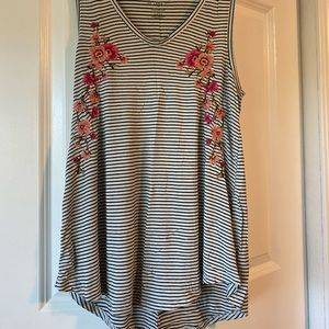 American Eagle floral detail stripped tank